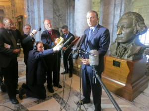 Inslee does his best not to offend Machinists as he meets with reporters Friday.