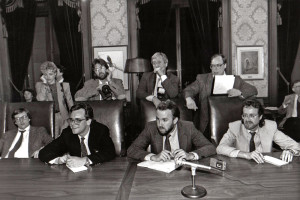 A gubernatorial news conference circa 1992. Front row, Peter Callaghan, The (Tacoma) News Tribune; Erik Smith, Tri-City Herald; Dale Folkerts, The (Everett) Herald; Ed Penhale, Seattle Post-Intelligencer. Back row, Laurie Smith, The (Longview) Daily News; Louie Balukoff, House photographer; Randy Wood, House photographer; Mike Oakland, The Olympian.